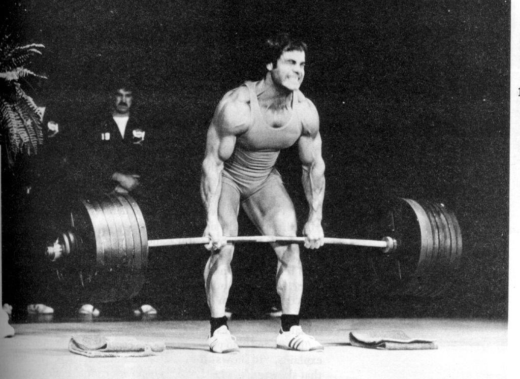 Kreuzheben für einen muskulösen Körper. Saubere Technik.