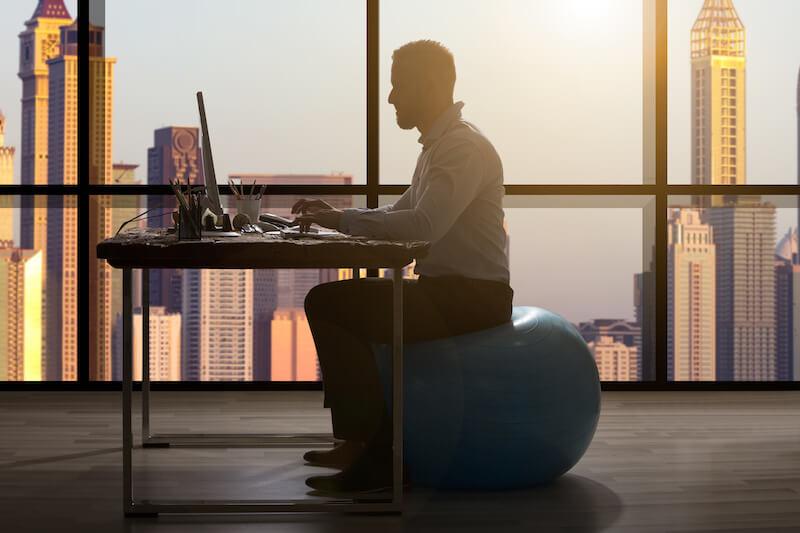 Fit trotz Bürojob – Diese 6 Schritte helfen wirklich